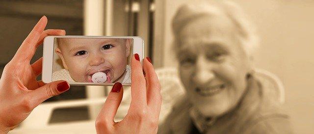 おばあちゃんの赤ちゃんのときの顔